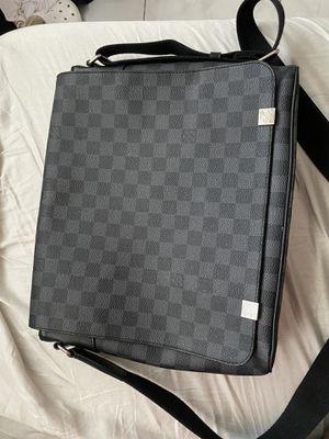 LV MESSENGER BAG for Sale in Hollywood, FL