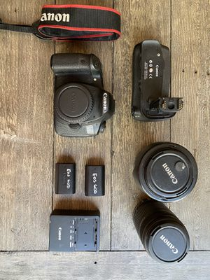 Canon EOS 60D, 2 lenses, 2 batteries, battery grip and charger for Sale in Las Vegas, NV