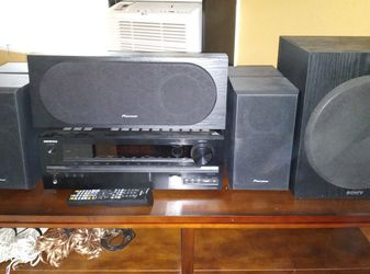 Onkyo TXNR535 and 5.1 Channel Speaker Set for Sale in Milwaukie,  OR