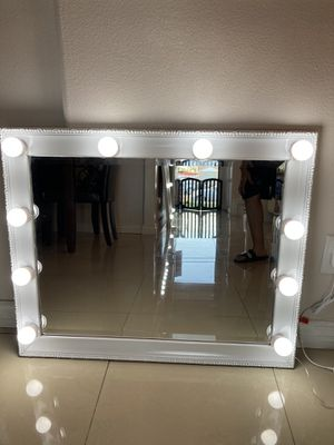 White Vanity Mirror for Sale in Lynwood, CA