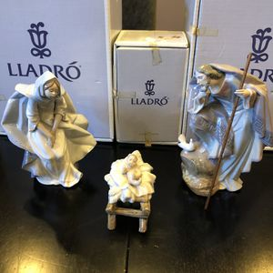 Lladro Nativity Scene 3 Pieces retired #5745, #5746, #5747 for Sale in Glenview, IL
