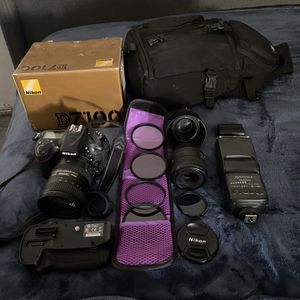 Nikon D7100 Camera With Equipment And Camera Bag for Sale in Los Angeles, CA