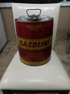 EXTREMELY RARE 1950-60'S VINTAGE RED 5 U.S. GALLON GAS CAN WITH VENT SPOUT. for Sale in Covington, KY