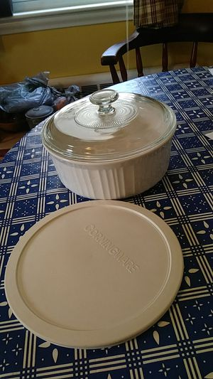 Corning Ware French White 2.5 qt w Pyrex and plastic lid for Sale in Stoughton, MA
