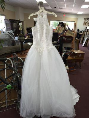 Beautiful David's Bridal Wedding Gown size 4 for Sale in Manassas, VA