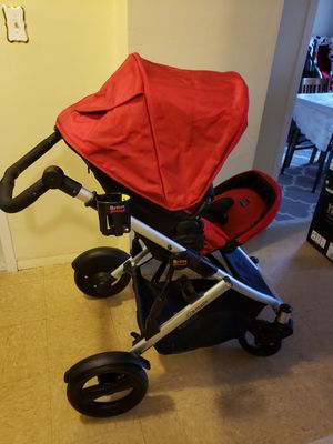 Britax stroller and car seat with bass and free diaper pail by Munchkin for Sale in New York, NY