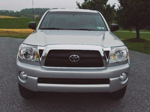 door bin Tacoma Toyota 2007 pleasing looker for Sale in Port St. Lucie, FL