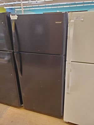 Frigidaire Top Freezer Refrigerator for Sale in Whittier, CA