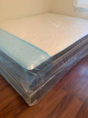 NEW QUEEN MATTRESS PILLOWTOP AND BOX SPRING 2 PC. for Sale in Greenacres, FL
