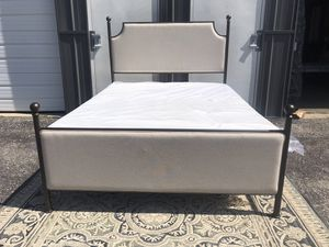 New QUEEN size bed frame ( mattress and box spring NOT included) for Sale in Upper Arlington, OH