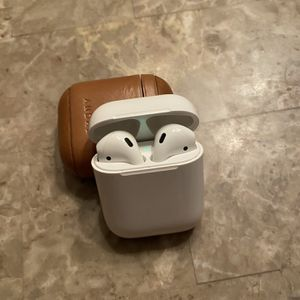 Apple AirPods Gen 1 + Andar Leather Case for Sale in Southington, CT