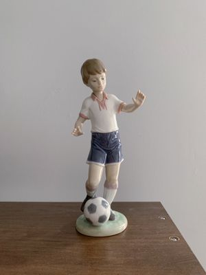 Lladro Soccer Player (Retired Figurine) for Sale in Crystal Lake, IL