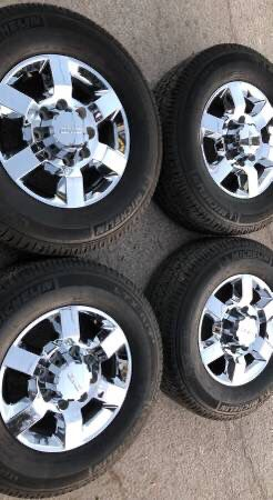 Like new condition! Chrome Denali Sierra 2500 / 3500 Rims And Tires Wheels 2019 Rines y llantas 2017 GMC 2016 Sierra 2015 Chevrolet 2014 Silverado 25 for Sale in Dallas, TX