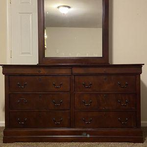 Six Drawer Dresser With Mirror for Sale in Woodbridge, VA