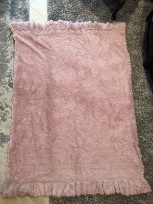 BITTERSWEET INN Super soft fluffy baby pink faux fur throw blanket for Sale in Deerfield Beach, FL