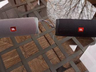 2 Jbl Flip 5 Speakers Like New for Sale in Herndon,  VA