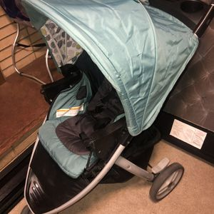 Graco Car seat With Two Bases And Stroller for Sale in Aurora, CO