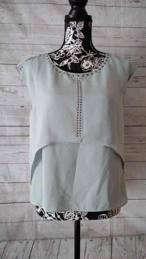 Beautiful Jennifer Lopez Top , women's Size Small ( excellent condition ) for Sale in Frederick, MD