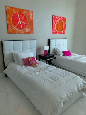 Twins bed con tope tapizado for Sale in Miami, FL