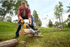 """14"""" Electric Chainsaw with Auto-Tension 8 Amp for Sale in Seattle, WA"""