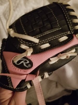 Girls baseball glove for Sale in Manassas Park, VA