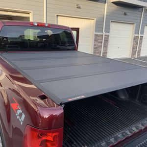 Bakflip Bed Cover MX4 Chevy/GMC 6.6ft Short Bed for Sale in Lynnwood, WA