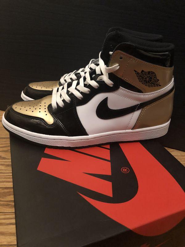 Jordan 1 size 11 Gold toe