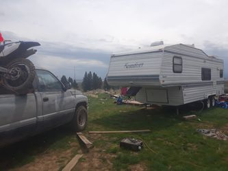 32 ft 1996comfort 5thwheel and a 1996 ram 2500 v10 6000 call louis. At {contact info removed} for Sale in East Wenatchee,  WA