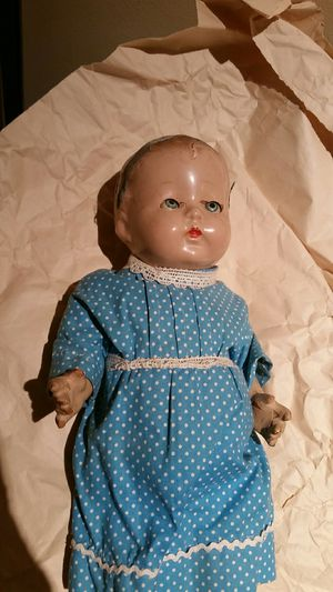 Antique doll for Sale in Chicago, IL