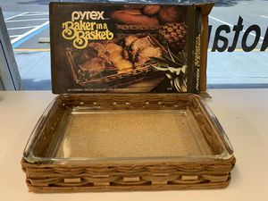 Pyrex Baker in basket glass dish tray for Sale in New Port Richey, FL