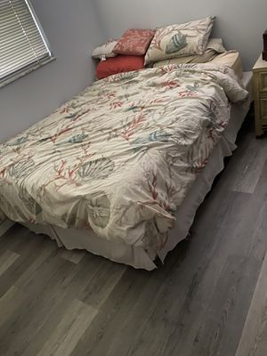 Queen sized bed for Sale in Melbourne, FL