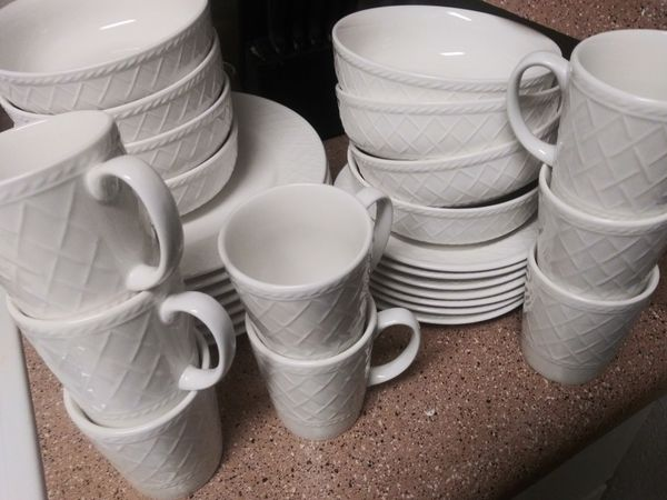 8 Large Plates & 8 Small Plates & 8 Bowls & 8 Coffee Cups