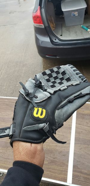 Baseball glove for Sale in Grapevine, TX
