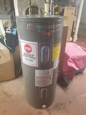 Rheem 30 gal electric water heater for Sale in Lawrence, MA