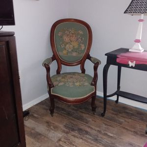 Antique Accent Chair for Sale in Lehigh Acres, FL