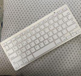 Apple Wireless Bluetooth Keyboard for Sale in Bellevue,  WA