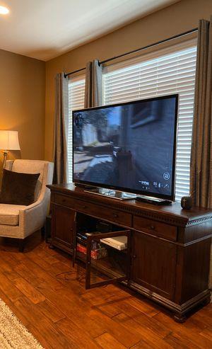 70 inch Panasonic Smart TV for Sale in Issaquah, WA