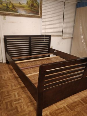 Modern Queen bed frame in good condition, pet free smoke free, driveway pickup. for Sale in West Springfield, VA