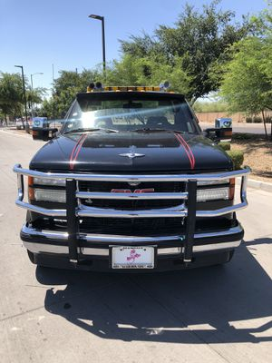 1992 Chevy Silverado 3500HD towing truck CLEAN TITLE WITH ONLY 190k miles for Sale in Phoenix, AZ