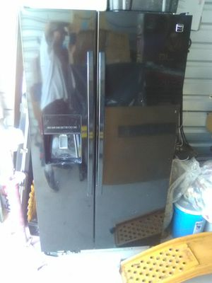 Kenmore fridge freezer and ice maker and filtered water in door, to he fridge is in Shawnee storage ,will meet . Very clean, practically brand new. for Sale in Shawnee, OK
