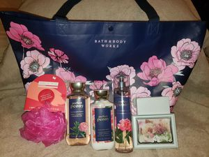 Great Gift bath and body works for Sale in Addison, TX