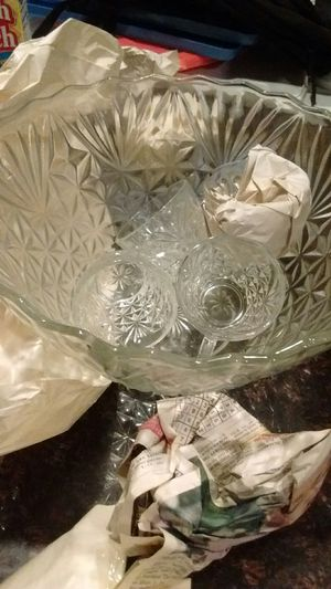 Crystal punch bowl with 8 glasses for Sale in Banning, CA