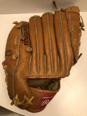 Vintage Rawlings Rickey Henderson Model Leather Baseball Mitt/ Glove for Sale in Gurnee, IL