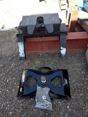 Fifth wheel hitch and goose neck for Sale in Turlock, CA