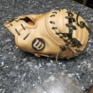 "WILSON A2000 DPCM RHT 33"" CATCHER GLOVE for Sale in Victorville, CA"