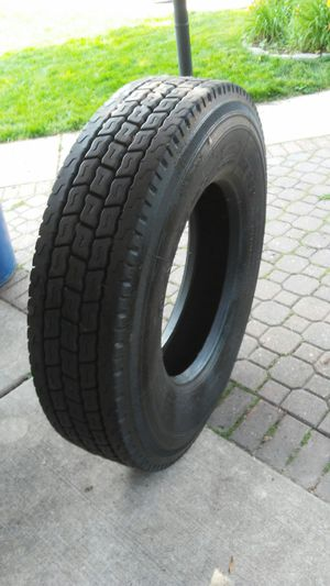 11r 22.5 virgin drive or trailer tire for Sale in Melrose Park, IL