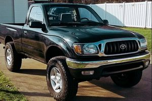 Super clean inside and outside runs and drives like a brand new truck TOYOTA TACOMA 2001 for Sale in Salt Lake City, UT