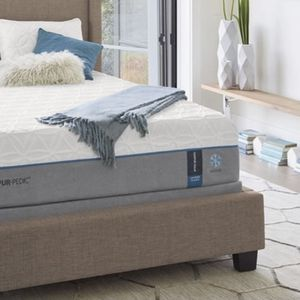 Tempur-Pedic Dream Cloud Mattress (King) for Sale in Los Angeles, CA