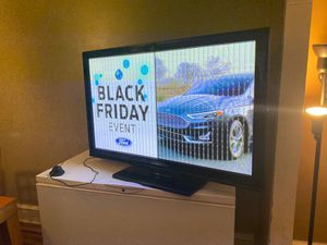 55 inch insignia flat screen tv works great has line going down for Sale in Philadelphia, PA