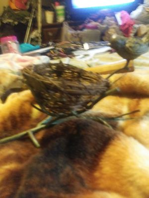 Metal. Bird and nest really beautiful PIECE for Sale in Murfreesboro, TN